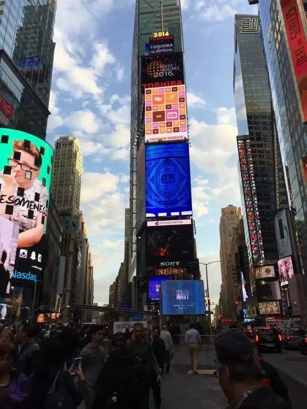 纽约时代广场LED显示屏.jpg